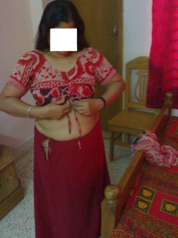 Indian wife hike tight petticoat