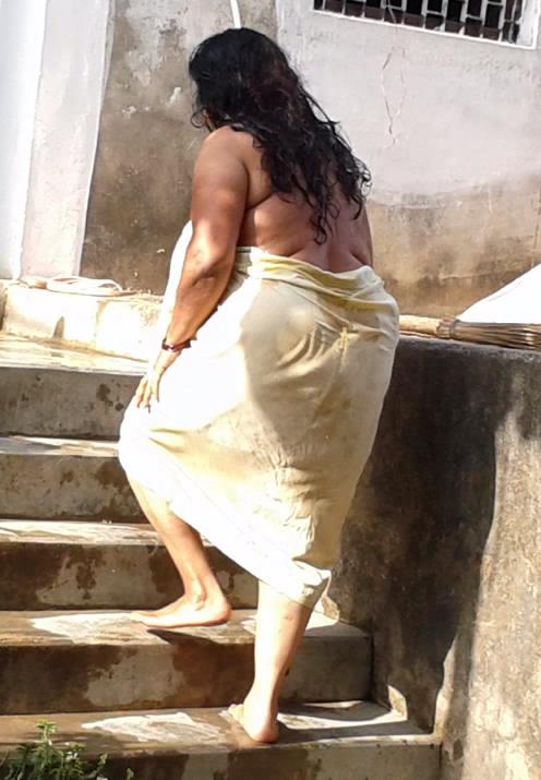 Mallu aunty huge boobs pressed - 1 part 3