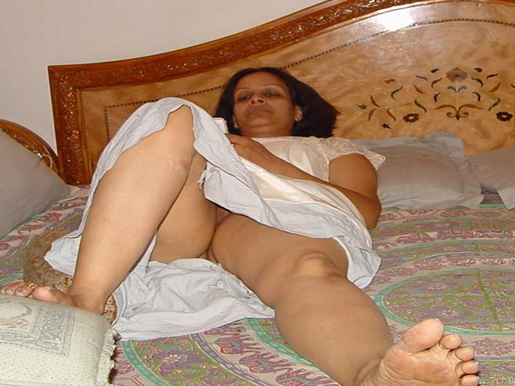 Desi big boobs girl handjob till cumming mp