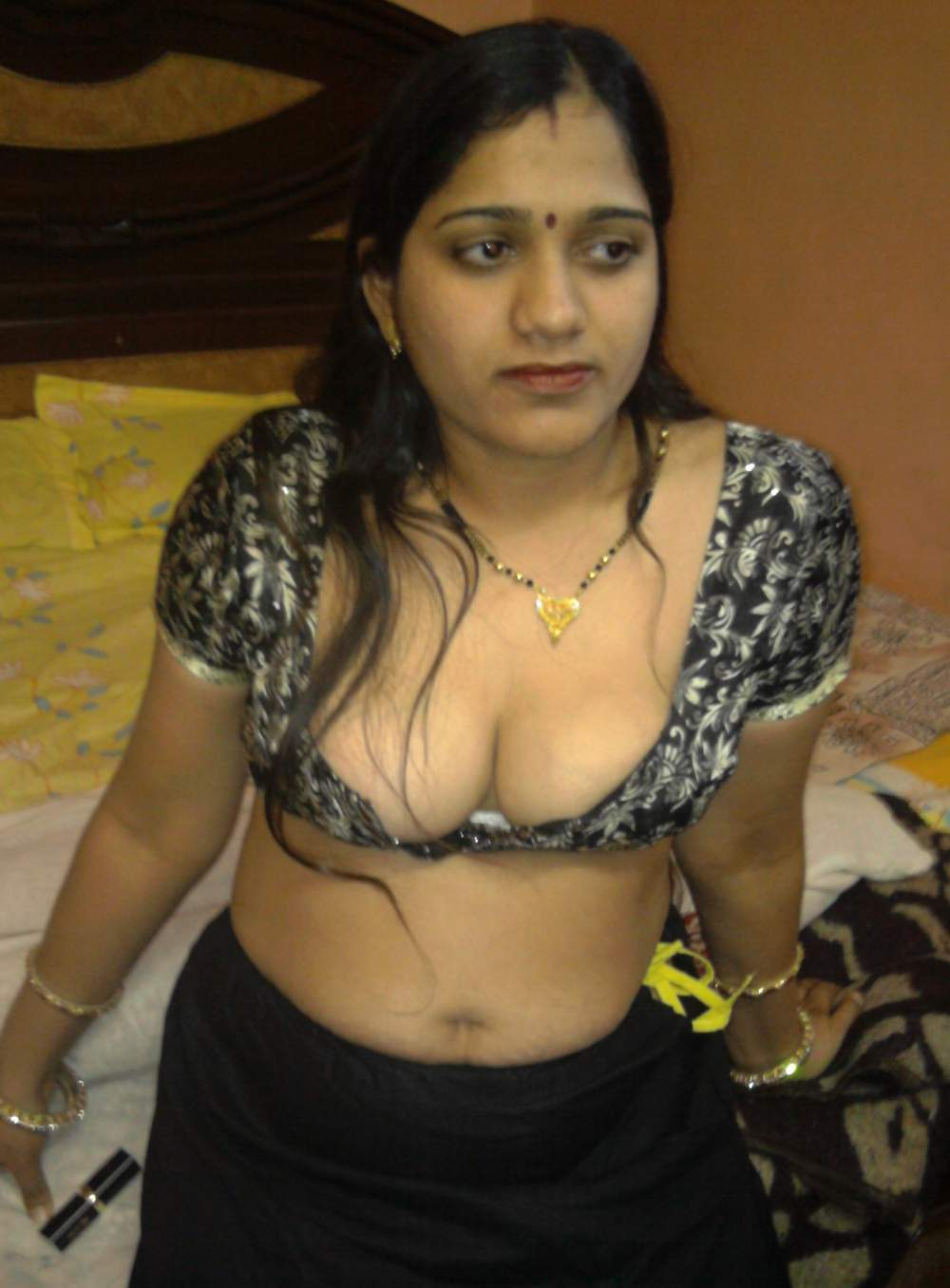 Amazing Desi Real Housewives Aunties Big Boobs Photo In Tight Blouse