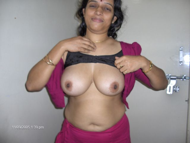 Deshi girls boobs