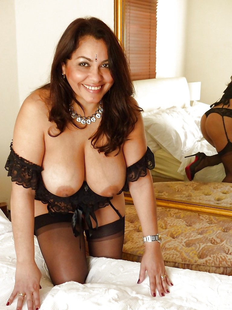 busty and sexiest aunty nude