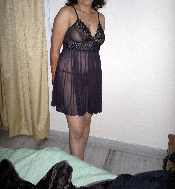 Indian-Woman-In-Nighty-Boob-Pics-4336
