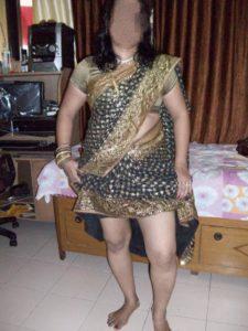 Desi tamil housewife remove saree blouse pic | साड़ी में