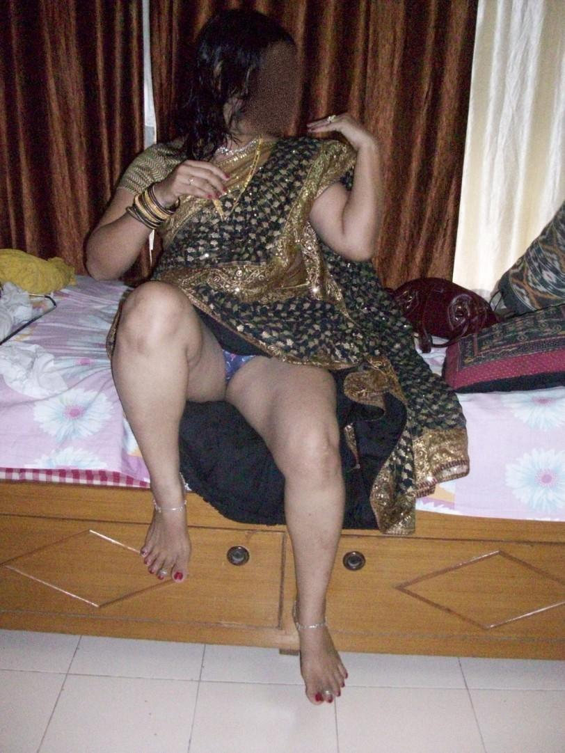 Bhabhi ass in saree exact