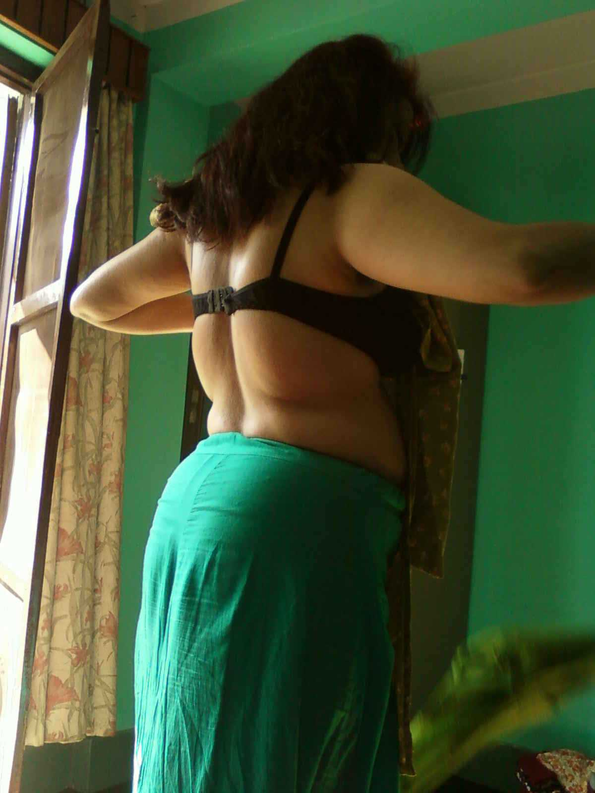 Share Bhabhi ass in saree remarkable