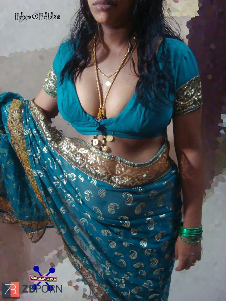 Elegant Mallu Aunties Exposing From Low Neck Blouses Pics