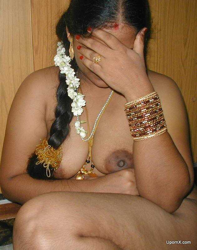 image Mature housewife from delhi showing her curves to bf outdoor