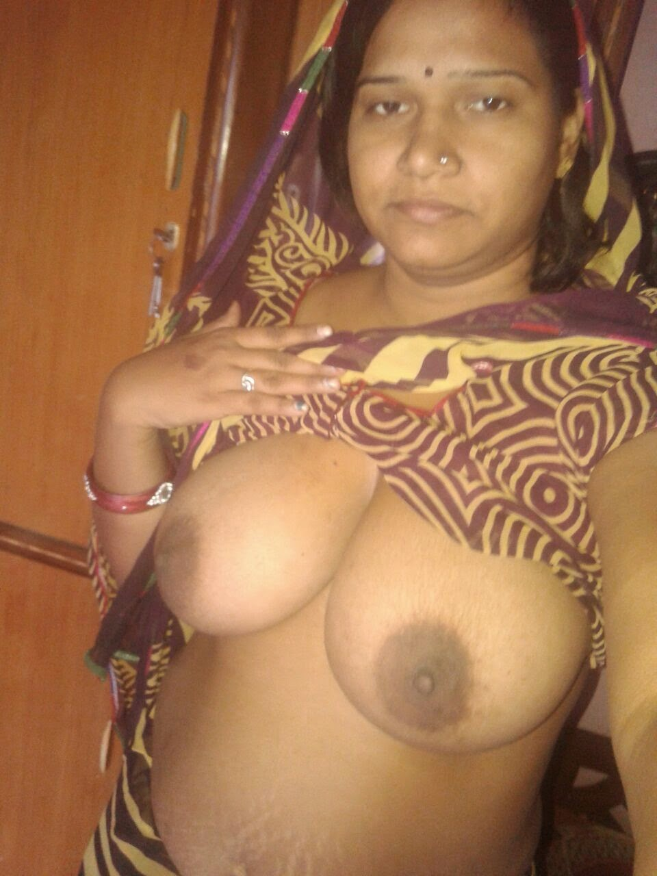 Ste hot big boobs indian aunty nude having sex
