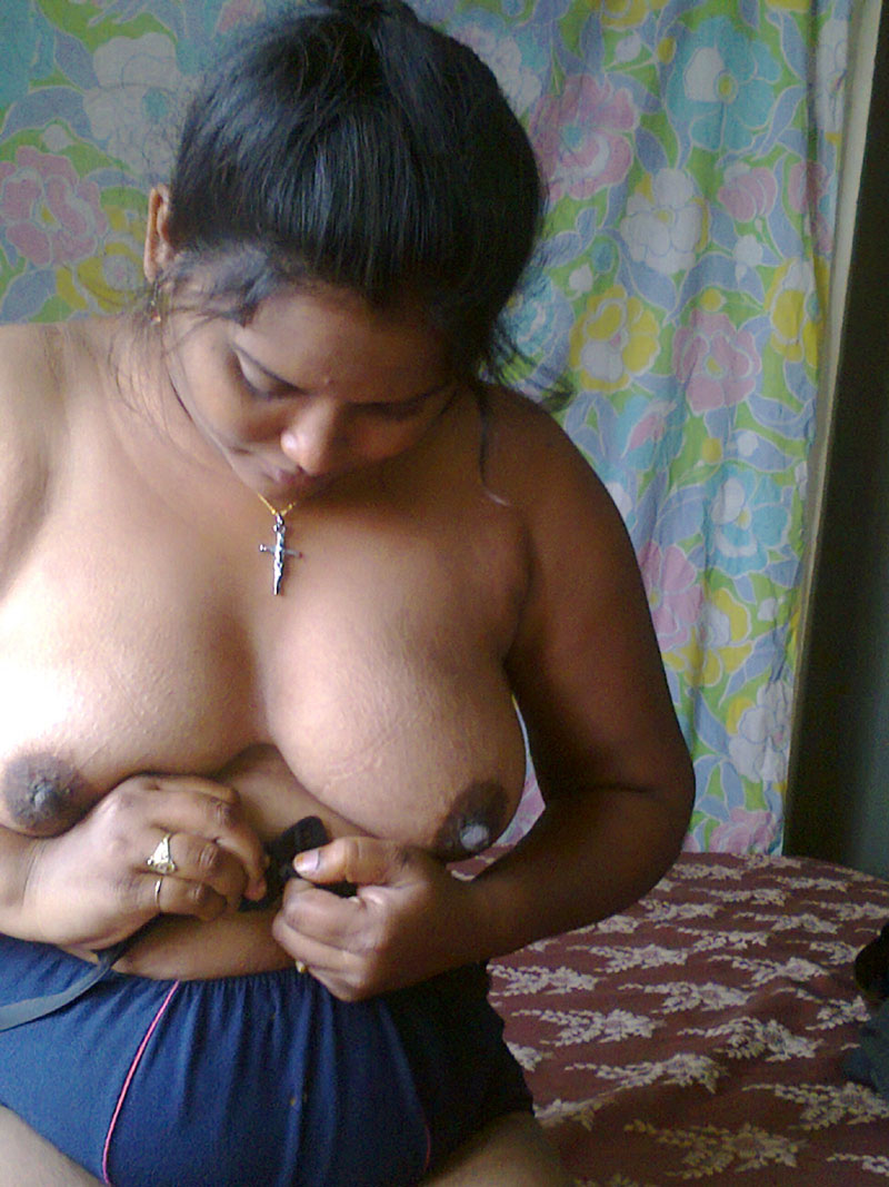 In indian aunties bra boobs