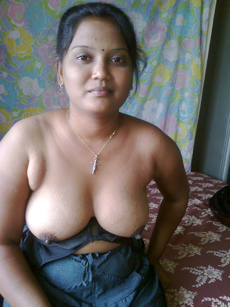 Traditional bengali milf with structure 2
