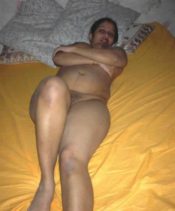 auntys naked on bed