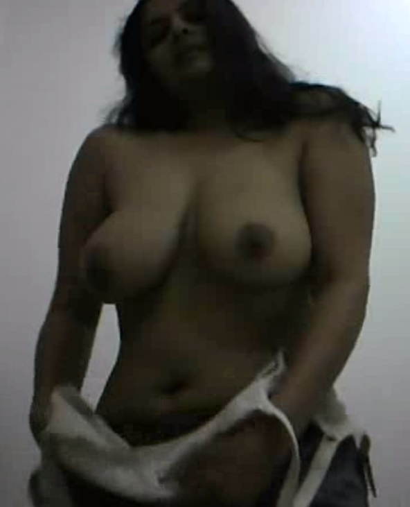 Huge boobs mallu aunty shows 7