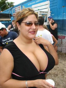 homely aunty big boobs