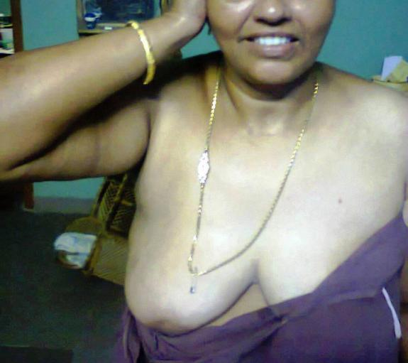 Desi aunty nude peticot