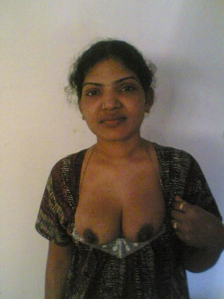 Indian aunty expose her nude body on bed to bf 6