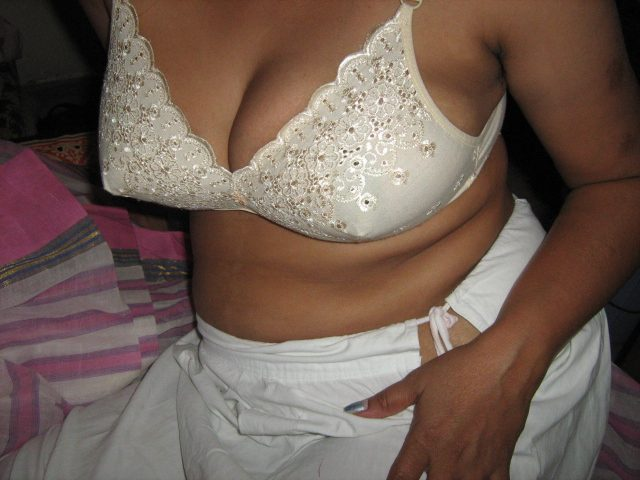 Indian bhabi removing pink saree blouse nude