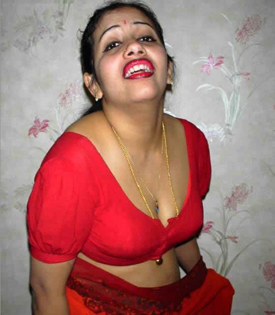 Indian hot mom wear red blouse and petticoat on bed | XXX Pics