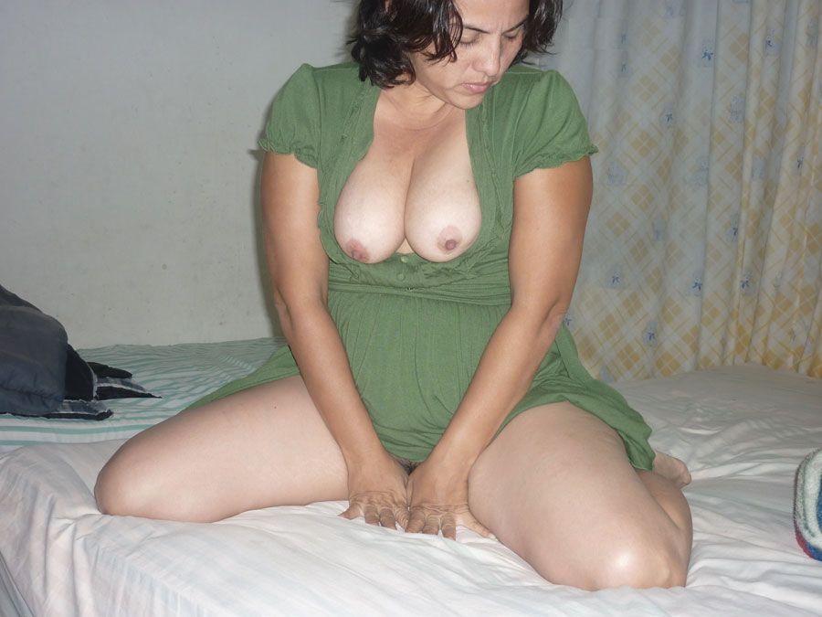 Sexy indian aunty removing bra