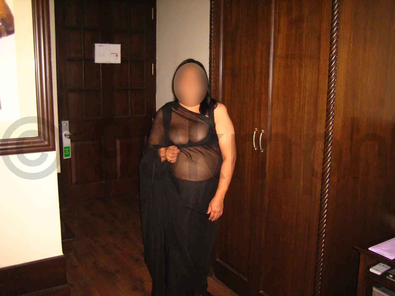 Aunty tight boobs