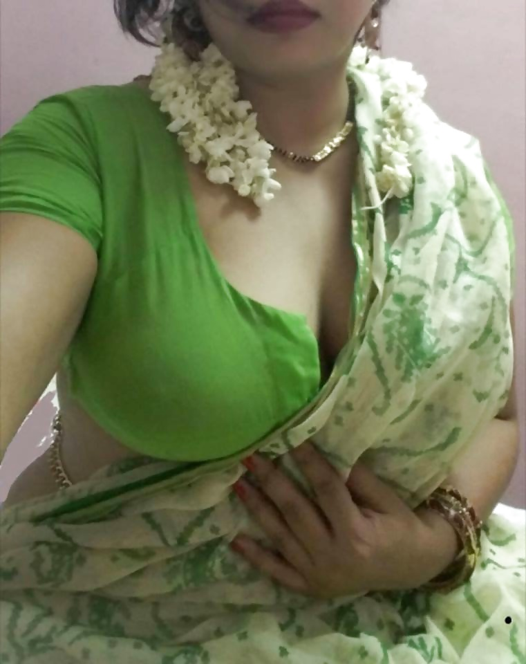hot nude saree boobs