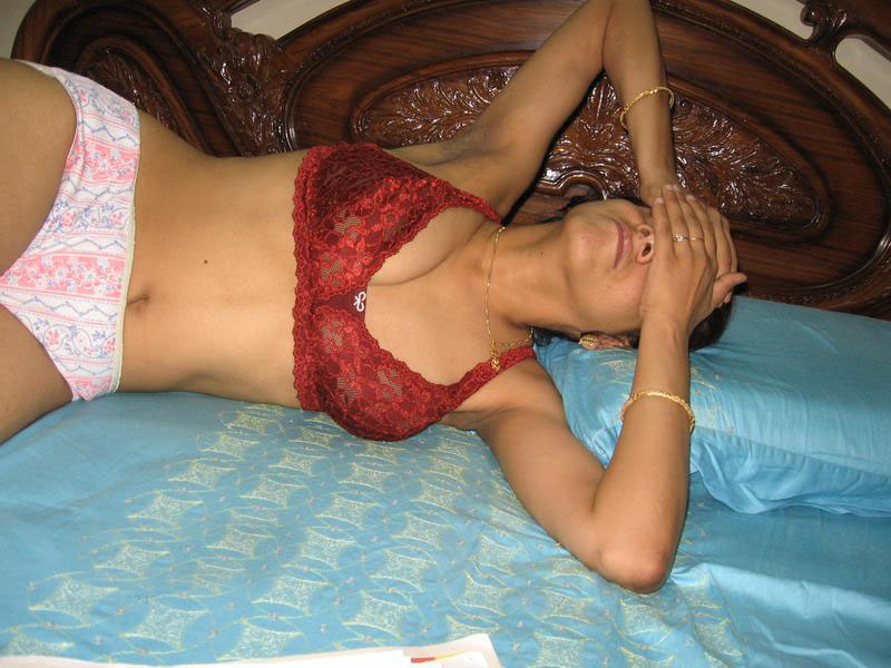 Hot desi nude girls in night