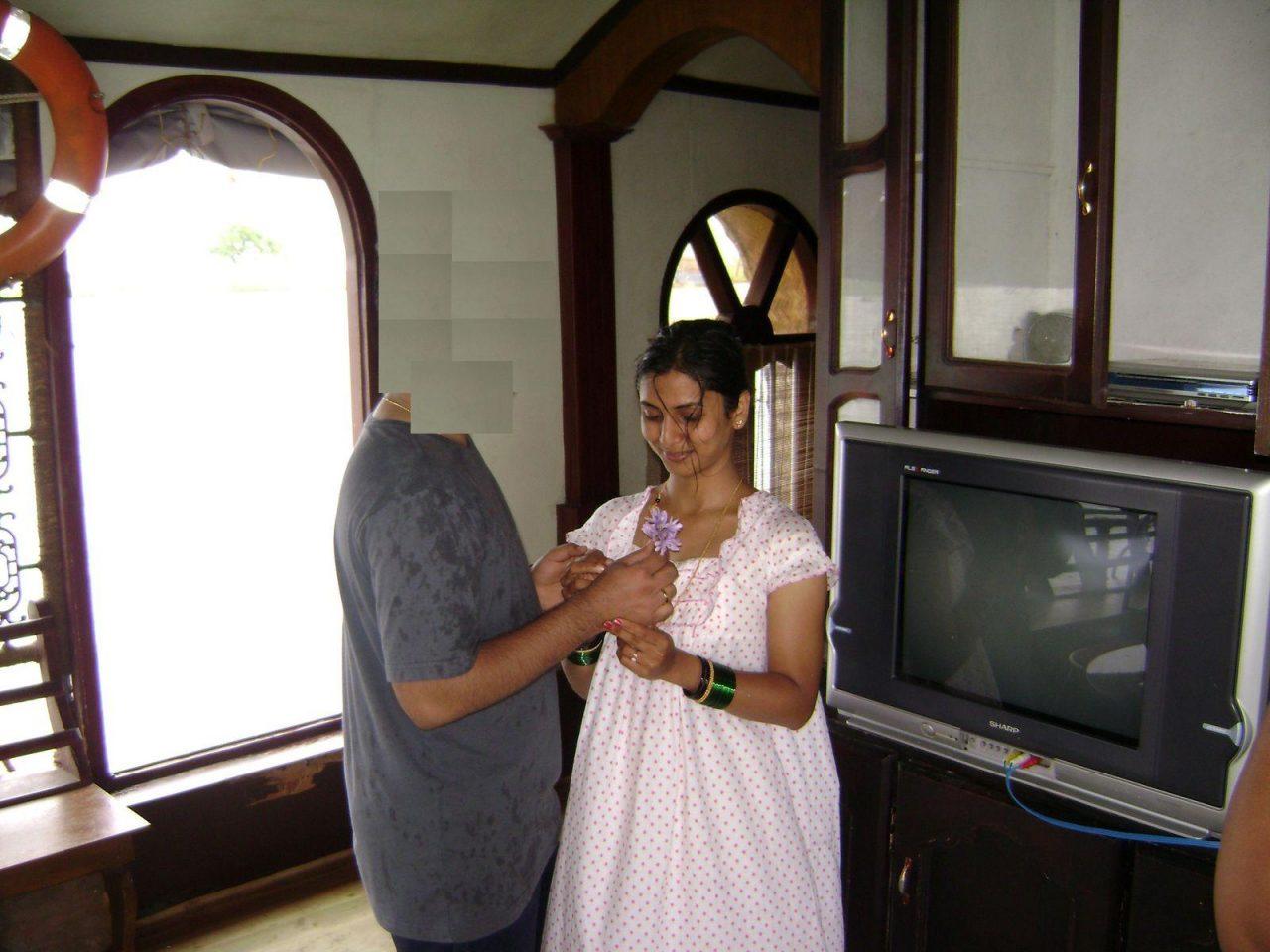 Indian desi Girl removing hike nighty for honeymoon
