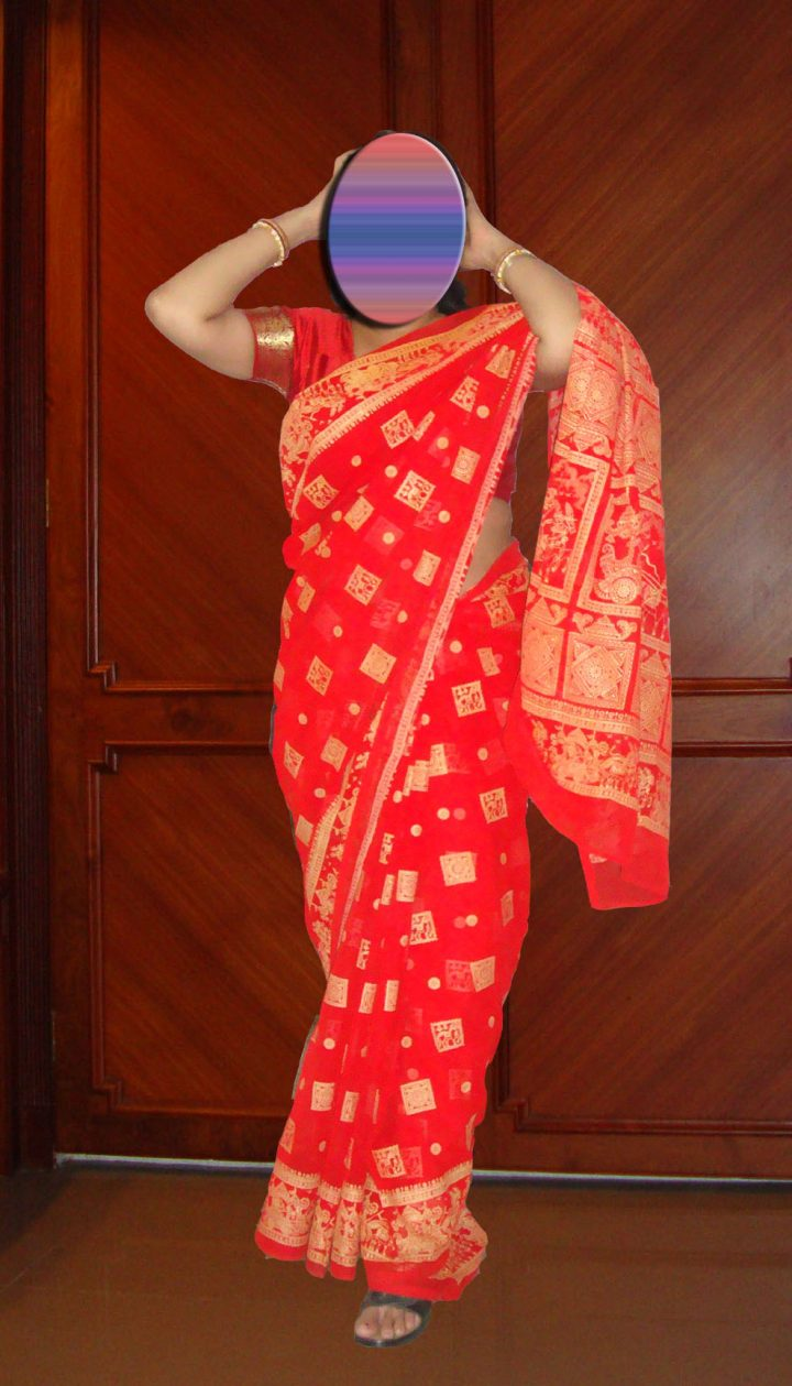 mallu-aunties-stripping-sarees-tight-blouse-and-peticott-2