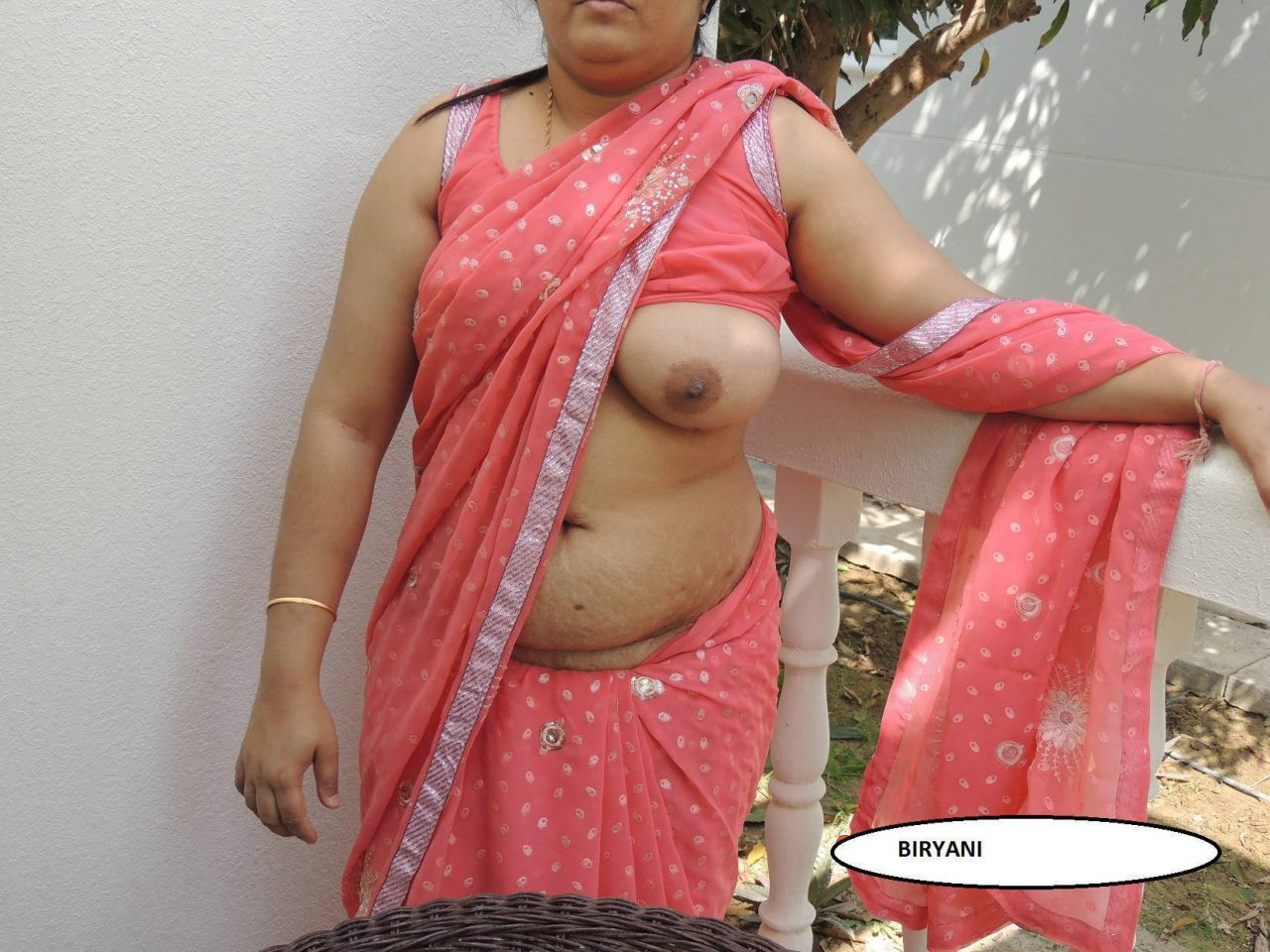 Lady bra Visible under transparent blouse | Milf Saree ...