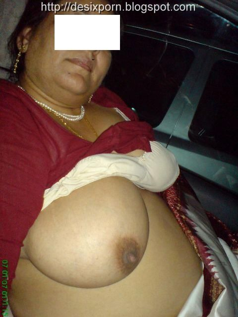 Indian Wife Stripping Her Blouse And Bra | Saree women hd ...
