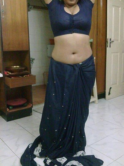 Bhabhi bra visible in blouse - Boobs pop out from tight blouse