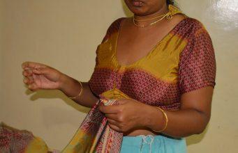 Chachi saree removing