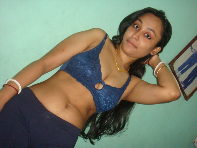 Desi girl bra and panty remove showing her boobs and pussy
