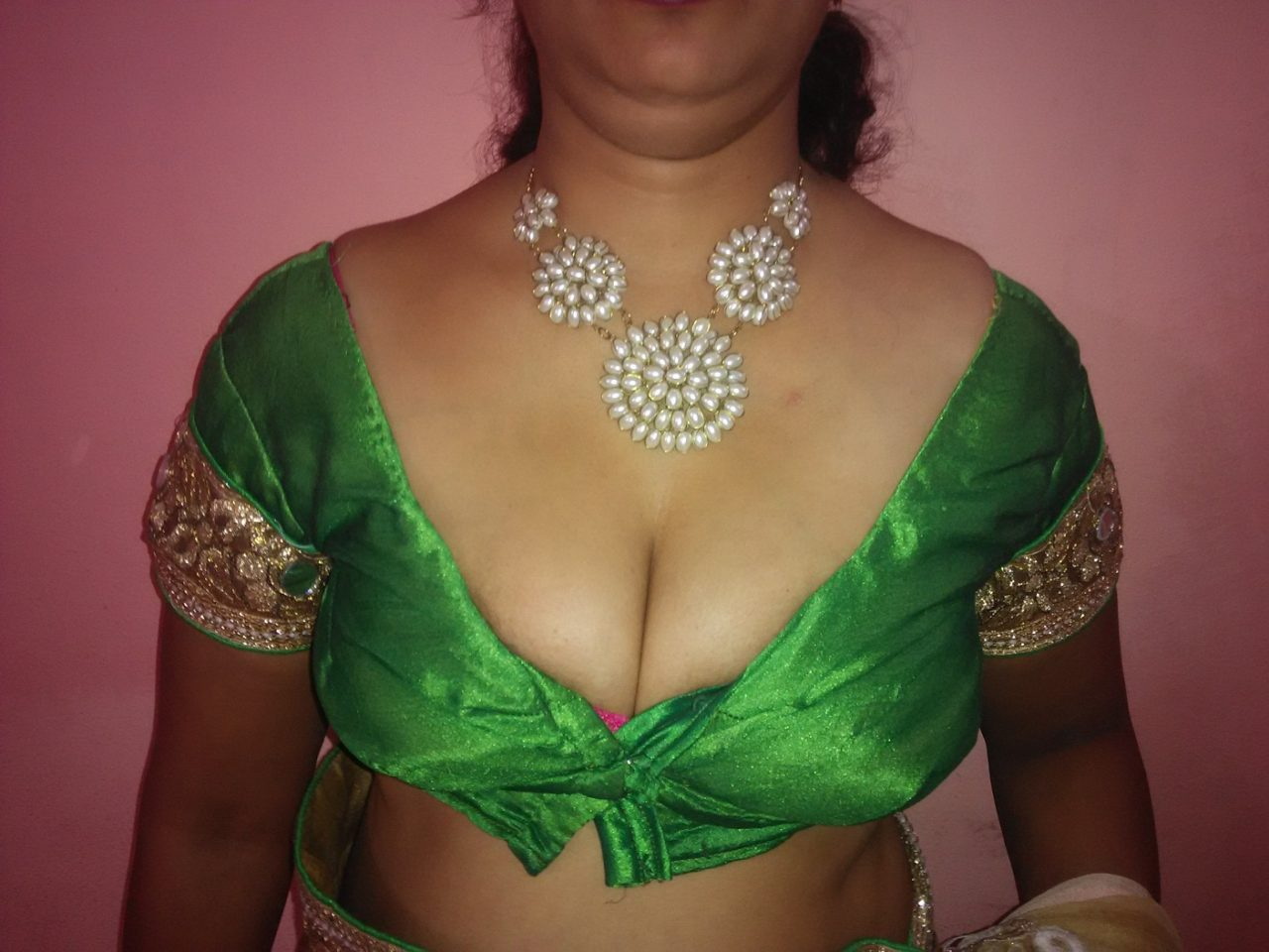Mallu aunty boobs cleavage
