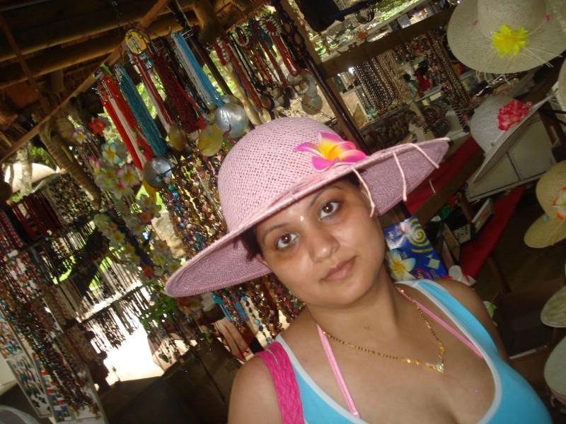 Newly Married Bhabhi Honeymoon Real Pic  Posing In -7507