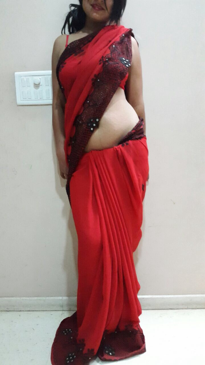 Desi girls saree boobs show its