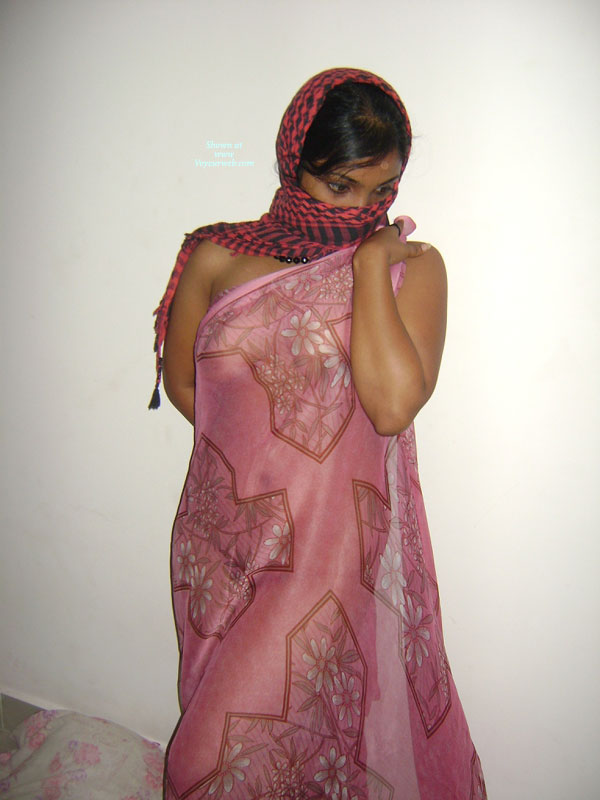 desi indian nude aunty bathing removing petticoat images