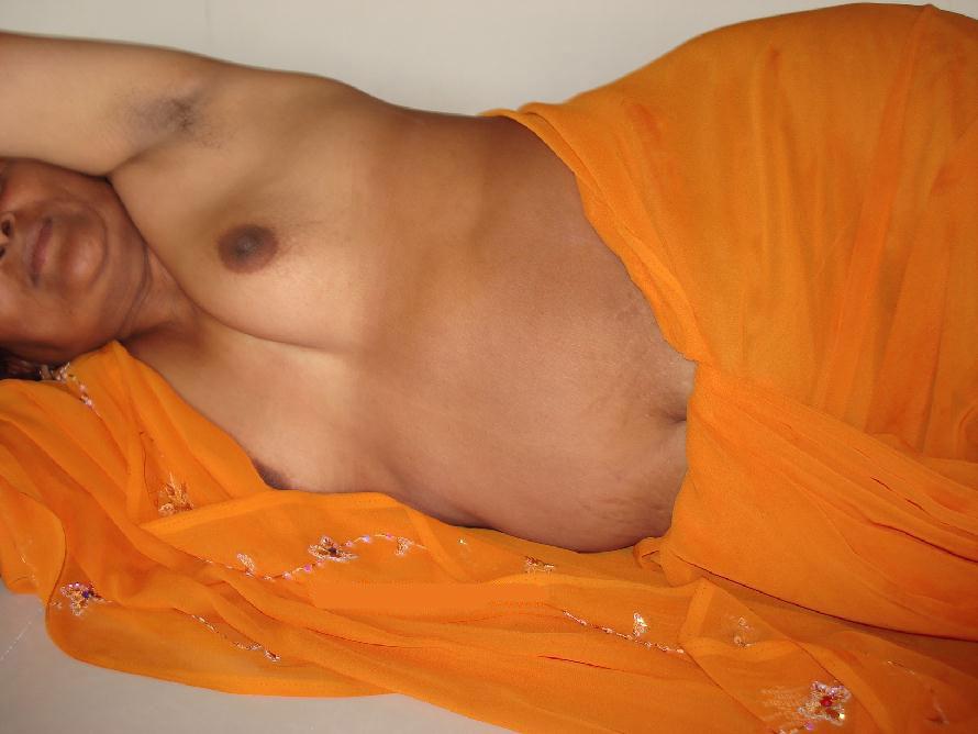 Hot desi bhabhi in yallow saree peticoat and blue bra panty fucking hard leaked mms