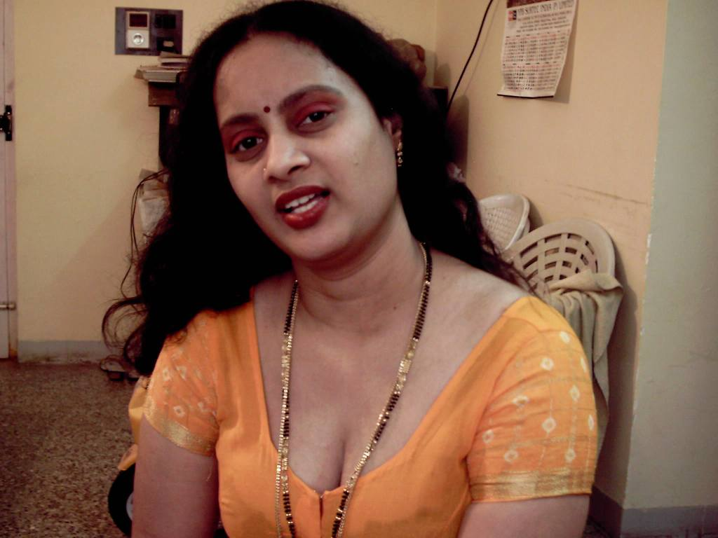 Telugu aunty blouse open boobs