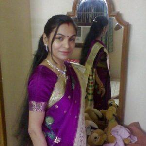 Indian real bhabi saree blouse back