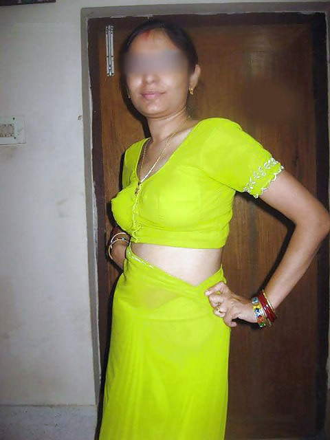 Indian real bhabi saree blouse back