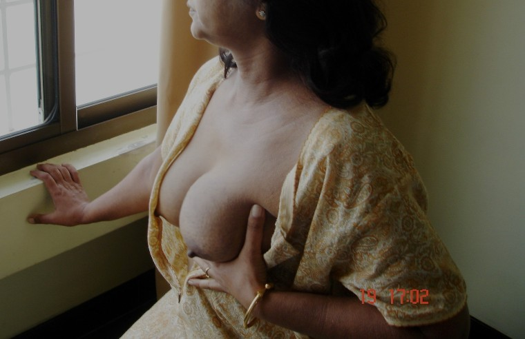 My tamil girlfriend shows her boobs and pussy 4