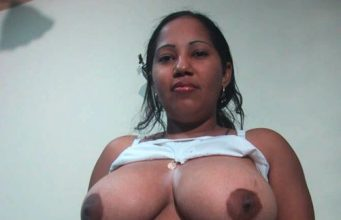 Desi Mallu Aunty Exposing Big Boobs
