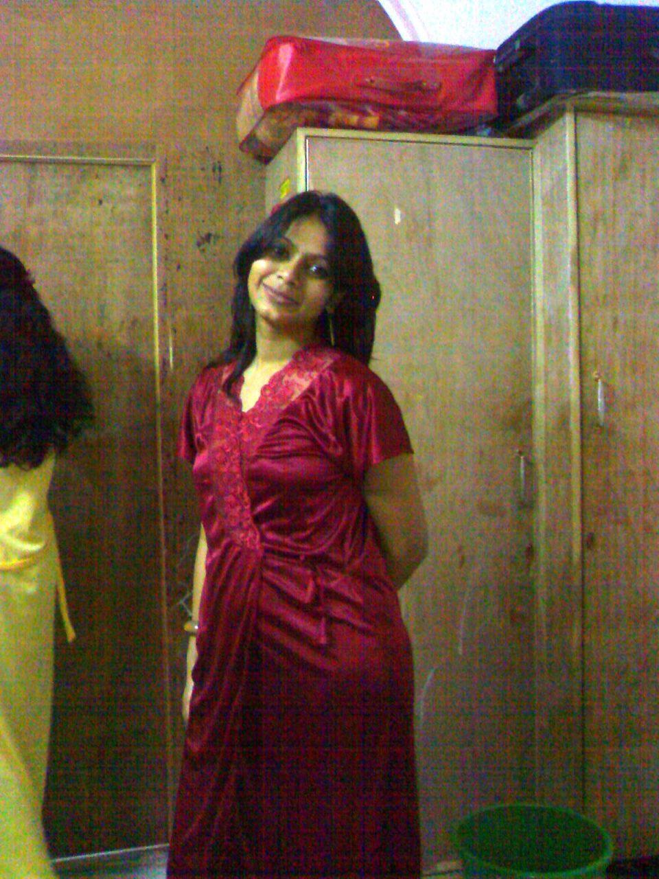 Kerela Nude Bhabhi Showing Her Boobs - Maxi Me Bhabhi Ki Pics-3852