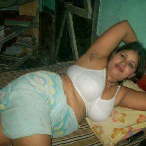 Desi bhabhi huge bra boobs