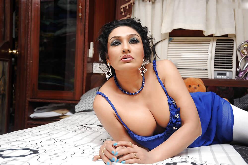 Indian Aunty Removing Saree Bra