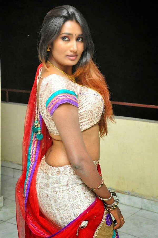 Useful big boobs in saree agree