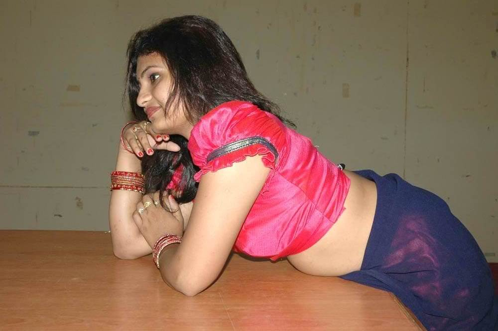 Bangladeshi housewife changing saree blouse bra nude