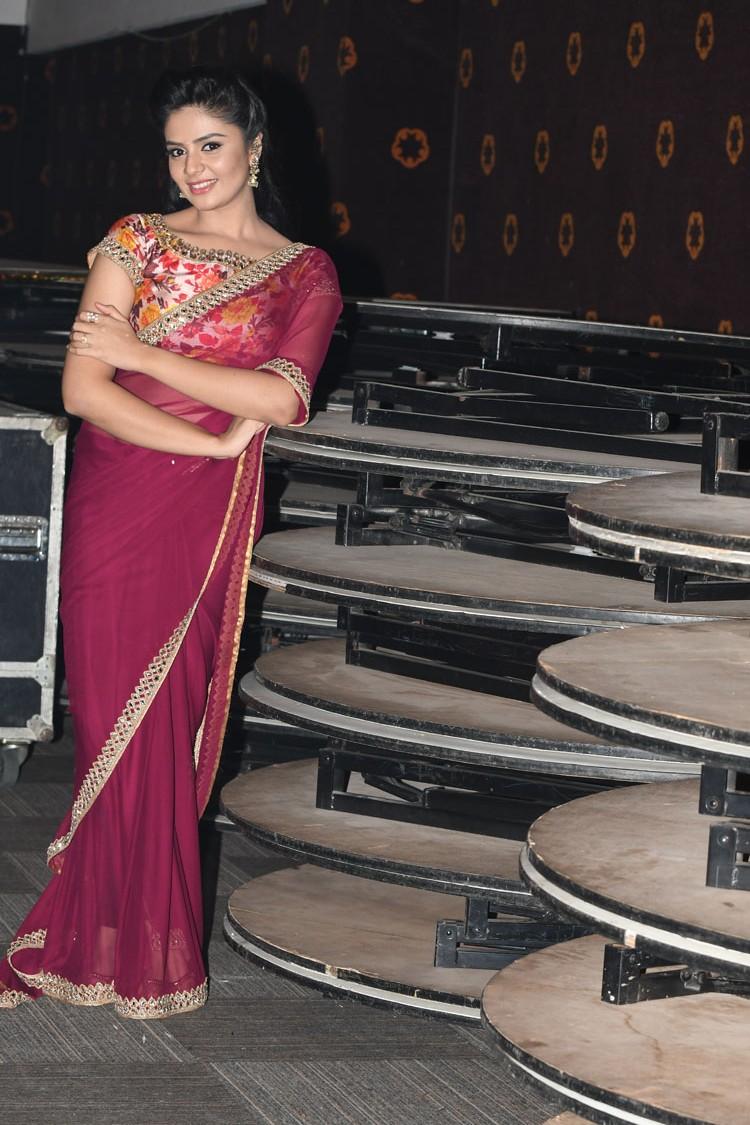 Top 20 Indian Nri Canada Actress In Saree  Girls Backless Blouse-6962