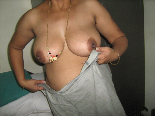 Indian village aunty fucks outside 7